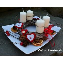 Vánoční svícen na keramickém tácu
