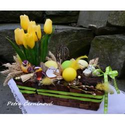 Jarní truhlík s tulipány